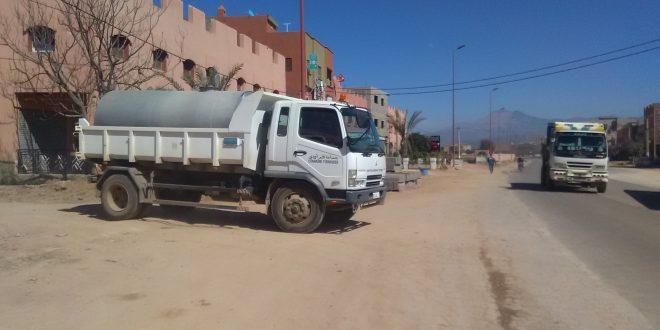 بني ملال جماعة فم أودي : الشاحنة الصهريجية في خدمة حمام ودوش باولاد مبارك