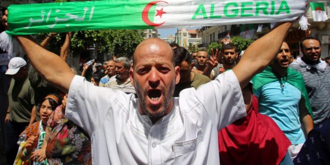 "<h1>     مظاهرات الجزائريين تتجدد.. و""الاستقلال"" مطلبهم. <h1/>"
